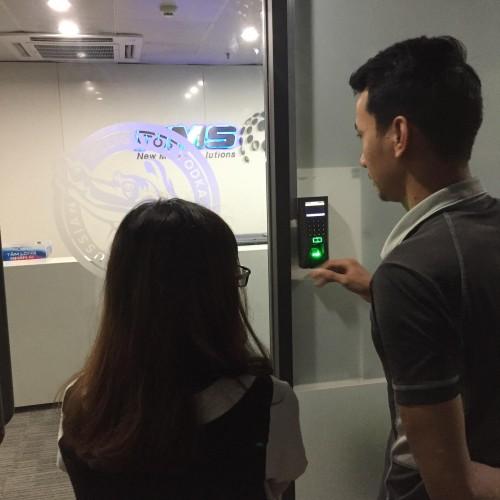 Lắp đặt hệ thống kiểm soát cửa kết hợp chấm công cho Văn phòng Đại Diện VODKA NGA tại Việt Nam