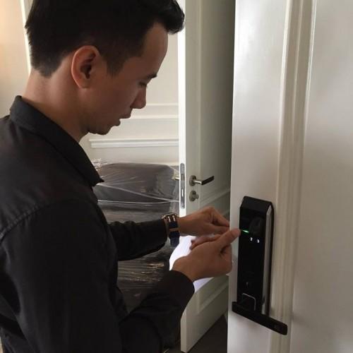 Lắp đặt khóa cửa vân tay cao cấp cho căn hộ 513 chung cư  Riverside-Garden Vũ Tông Phan