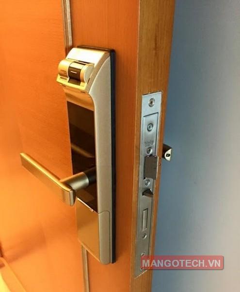 khoa-van-tay-yale-4109-gold-06