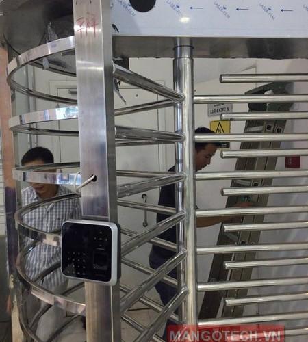 Lắp đặt hệ thống kiểm soát ra vào bằng cổng Full Height kết hợp chuông hình tại Vinhomes Royal City
