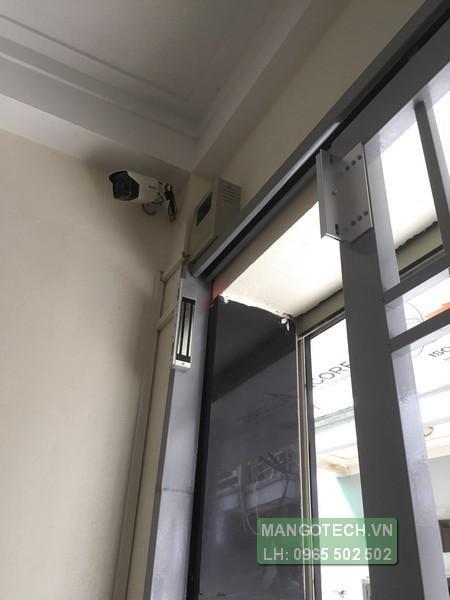 Hệ thống kiểm soát cửa ra vào bằng vân tay kèm camera quan sát cho khu nhà trọ Làng Phú Đô