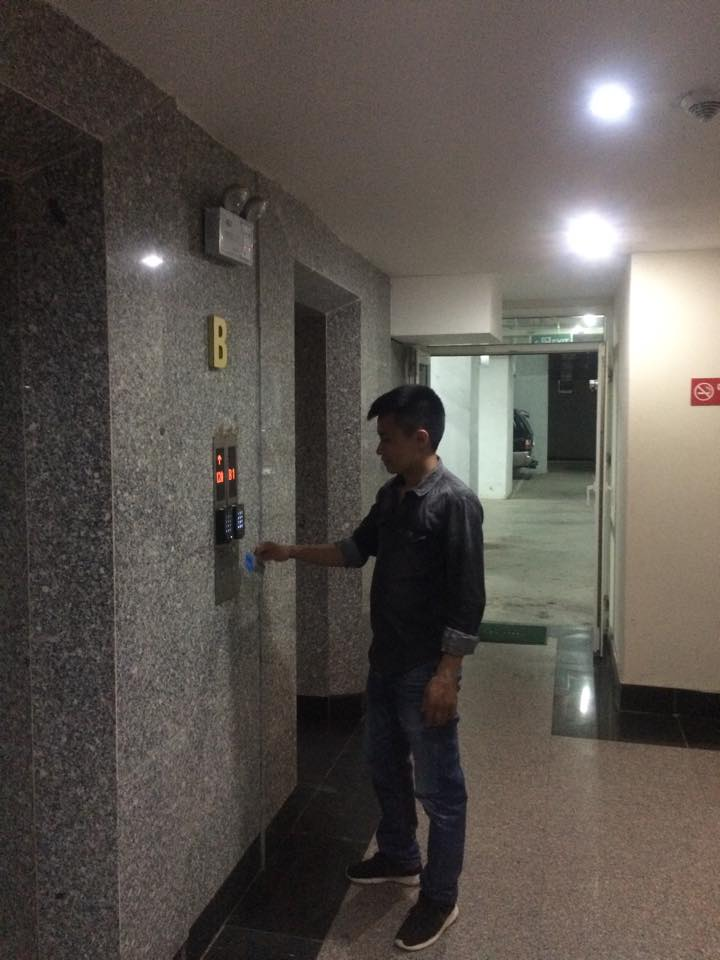 kiểm soát thang máy