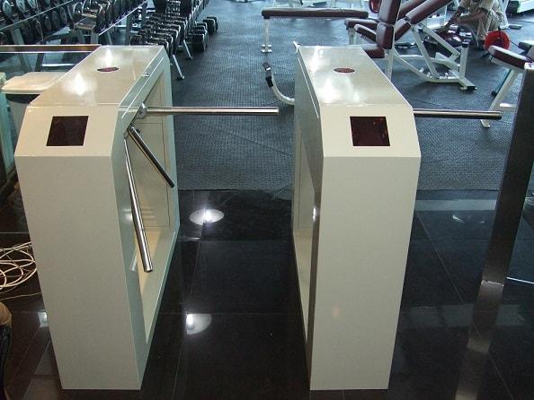 kiểm-soát-ra-vào-phòng-gym-min