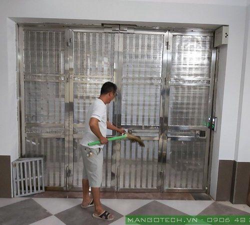 Lắp đặt khóa vân tay cho cổng (cửa) nhà trọ, chung cư mini